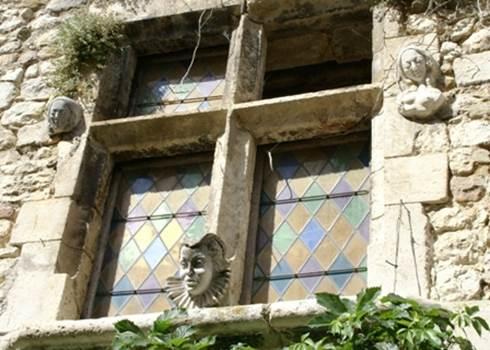 Aiguèze architecture