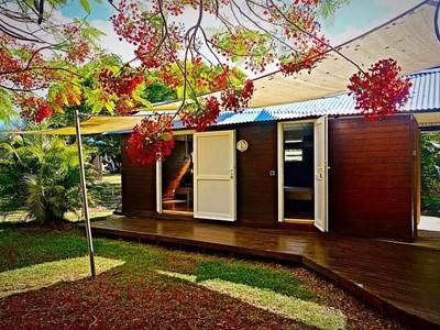 """Les Chalets du lagon"", accommodation in bungalows"