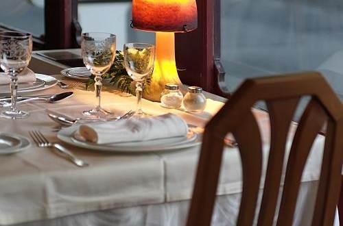 Hôtel LE RICHE Table 2 ©