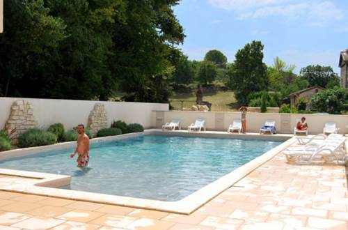Residence GRAND BLEU LA CLOSERIE Piscine 3 ©