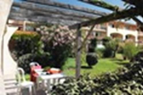 BELAMBRA Jardin avec tonnelle ©