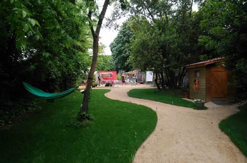 La Guinguette de Valmont entree jardin ©