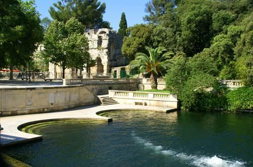 Nîmes - Jardin et Temple de Diane ©