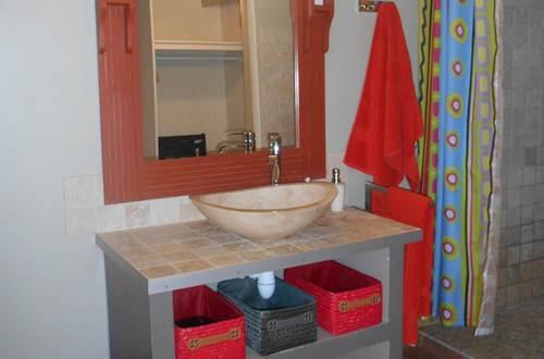 Salle de bains du Mazet du Rigal ©