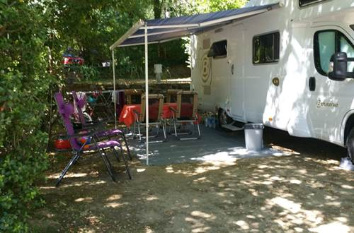 Camping-car au Camping les Sources ©
