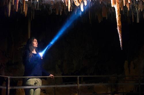 Aven Grotte de la Forestière_lampe © Aven Grotte de la Forestière