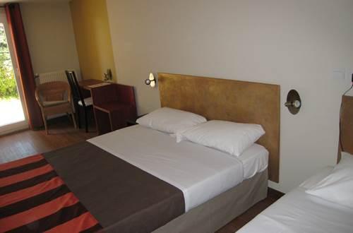 pouzilhac;gard;hotel;hotel restaurant © Deschamps