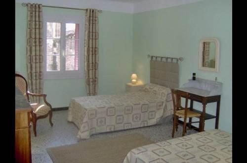 meublé les hibiscus -Saint-Laurent-la-Vernède chambre 2 lits une personne © Accabat Jackie