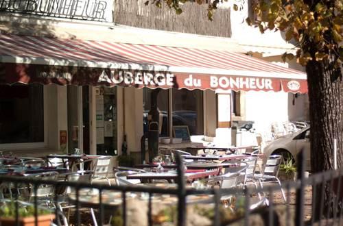 la terrasse de l'Auberge du Bonheur ©