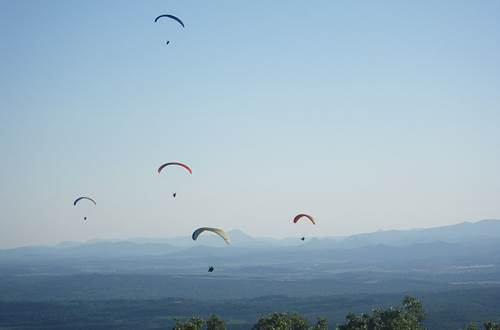 Parapente au Mont Bouquet_ Site départemental de vol libre ©