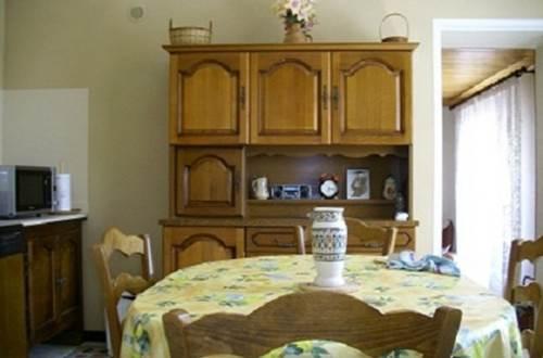 meuble-Saint-Quentin-la-Poterie1 salle à manger © BRES Max