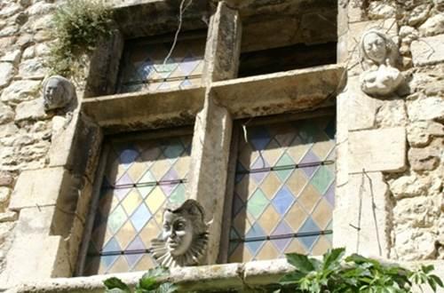 Aiguèze architecture © PROVENCE OCCITANE