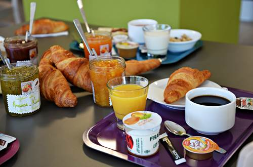 b-&-b-hotel-pole-mecanique-st-martin-de-valgalgues-petit-dejeuner ©