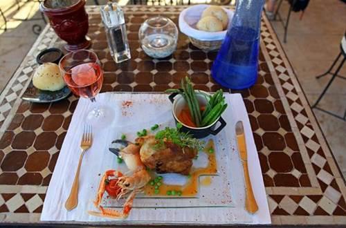 collias;gard;restaurant ©