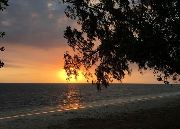 Un coucher de soleil sur Poé.